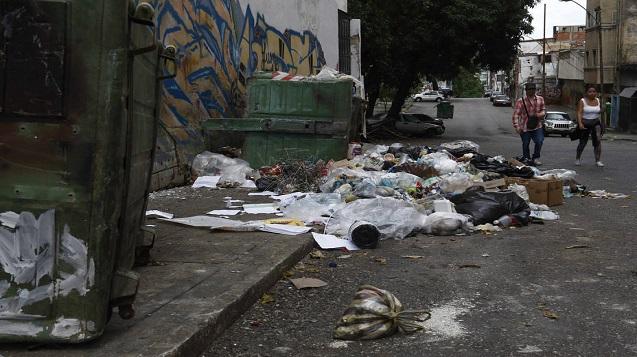 Peatones No Cuentan Con Espacio Suficiente En La Urbe